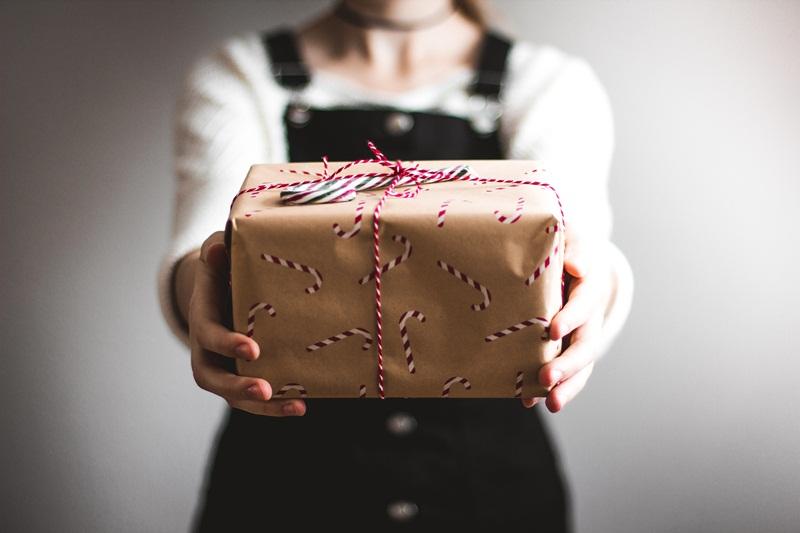 christman verbs start g giving gifts